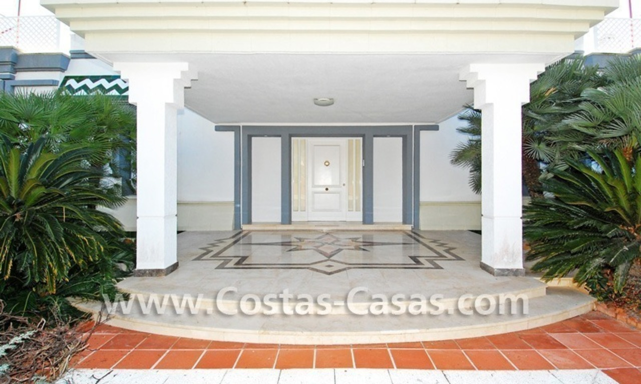 Frontline beach detached villa for sale on gated beachfront complex, Marbella - Estepona 10