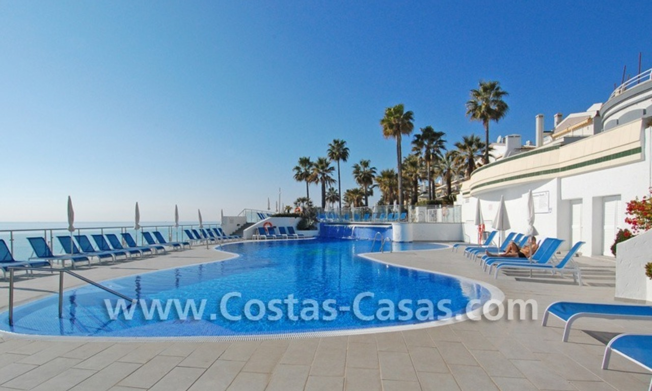Frontline beach detached villa for sale on gated beachfront complex, Marbella - Estepona 8