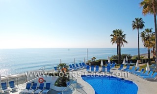 Frontline beach detached villa for sale on gated beachfront complex, Marbella - Estepona 3