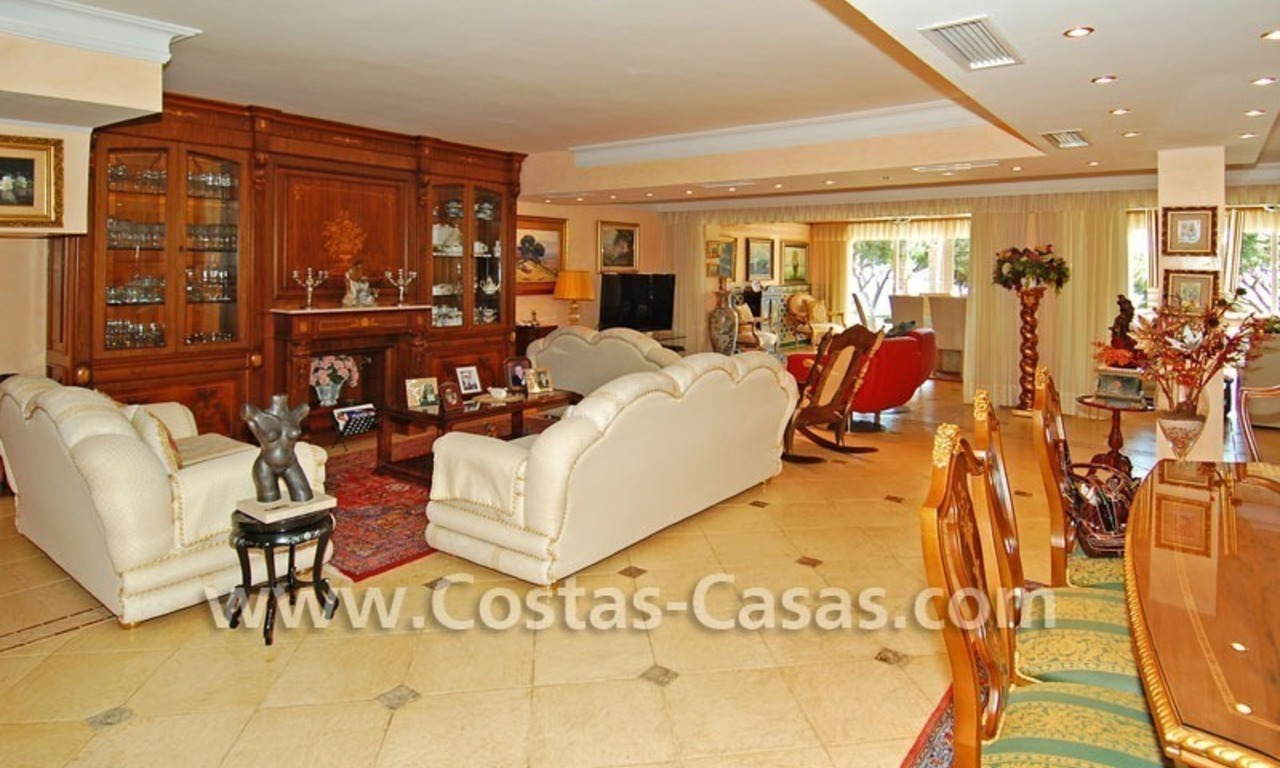 Front line marina villa for sale in Marbella 9