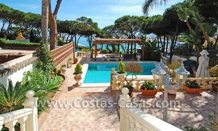 Front line marina villa for sale in Marbella 3