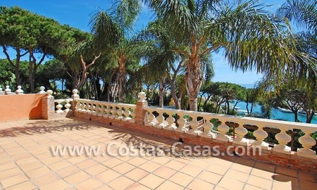 Front line marina villa for sale in Marbella 6