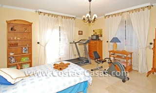 Urgent sale! Andalusian styled villa to buy in Nueva Andalucia - Marbella 18