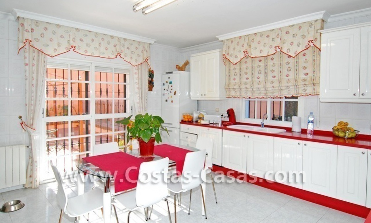 Urgent sale! Andalusian styled villa to buy in Nueva Andalucia - Marbella 13