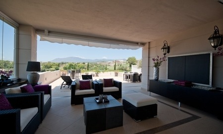 Large luxury apartment for sale on golf resort in the area of Marbella – Benahavis – Estepona 9