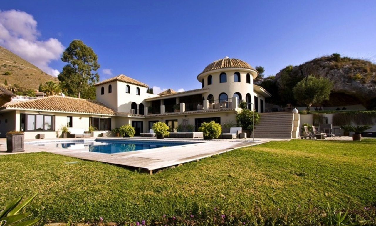 Modern luxury villa for sale in Benalmadena, Costa del Sol 2