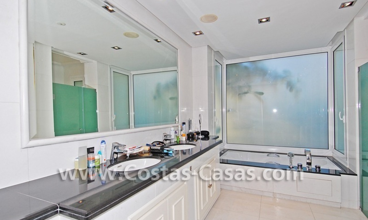Exclusive beachfront apartment for sale, New Golden Mile, Marbella - Estepona 19
