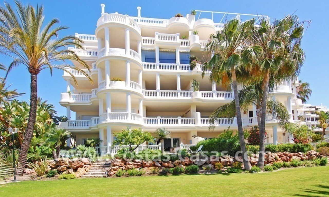 Exclusive beachfront apartment for sale, New Golden Mile, Marbella - Estepona 3