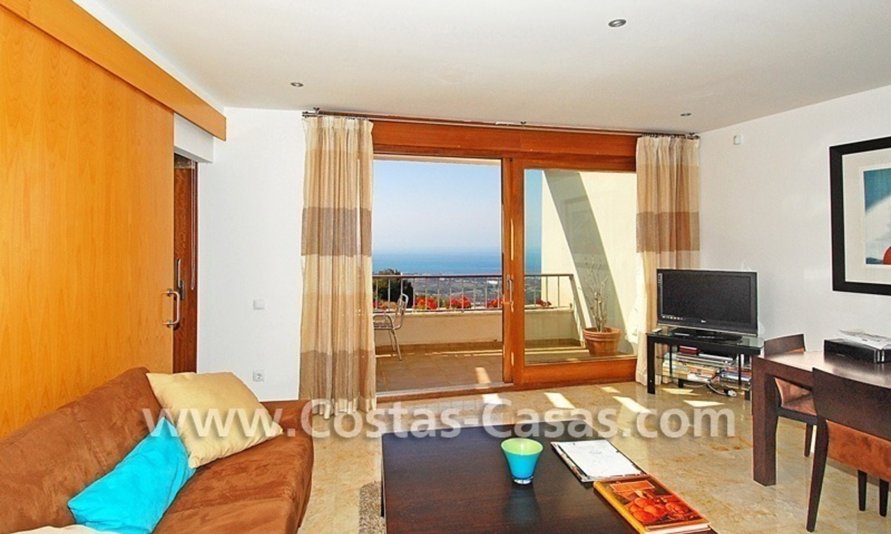 Modern style luxury apartment for holiday rent in Marbella 3