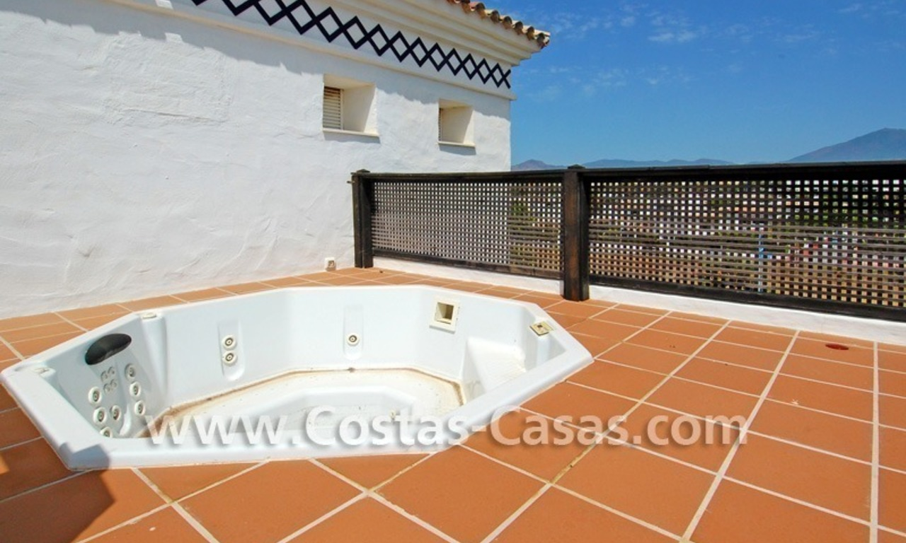 4-bedroomed penthouse apartment for sale on the beachfront complex in Marbella 6