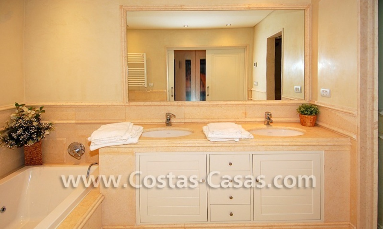 Luxury apartment to buy in a beachfront complex, New Golden Mile, Marbella - Estepona 10