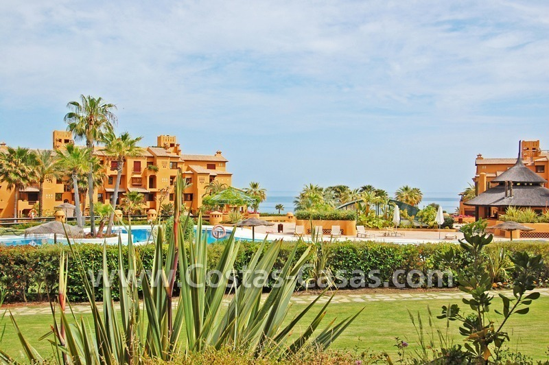 Luxury apartment to buy in a beachfront complex, New Golden Mile, Marbella - Estepona