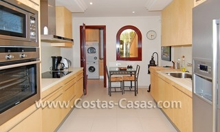 Luxury apartment to buy in a beachfront complex, New Golden Mile, Marbella - Estepona 4