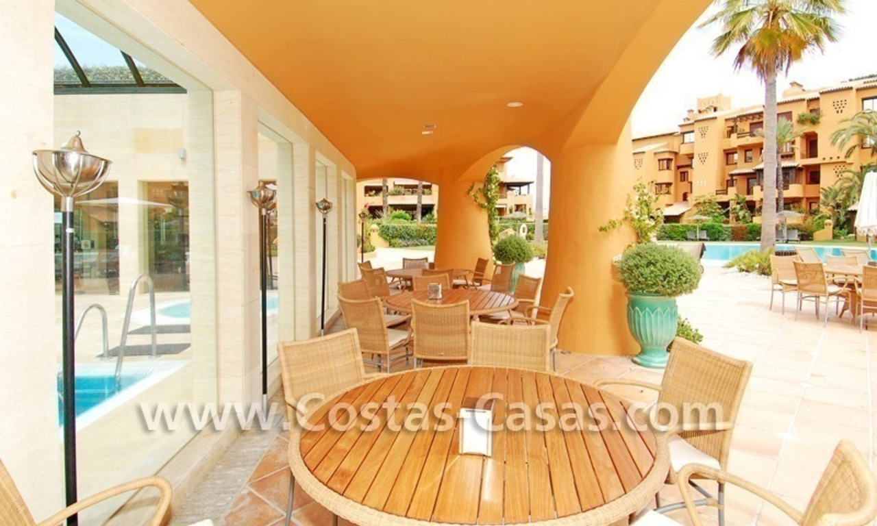 Luxury apartment to buy in a beachfront complex, New Golden Mile, Marbella - Estepona 16