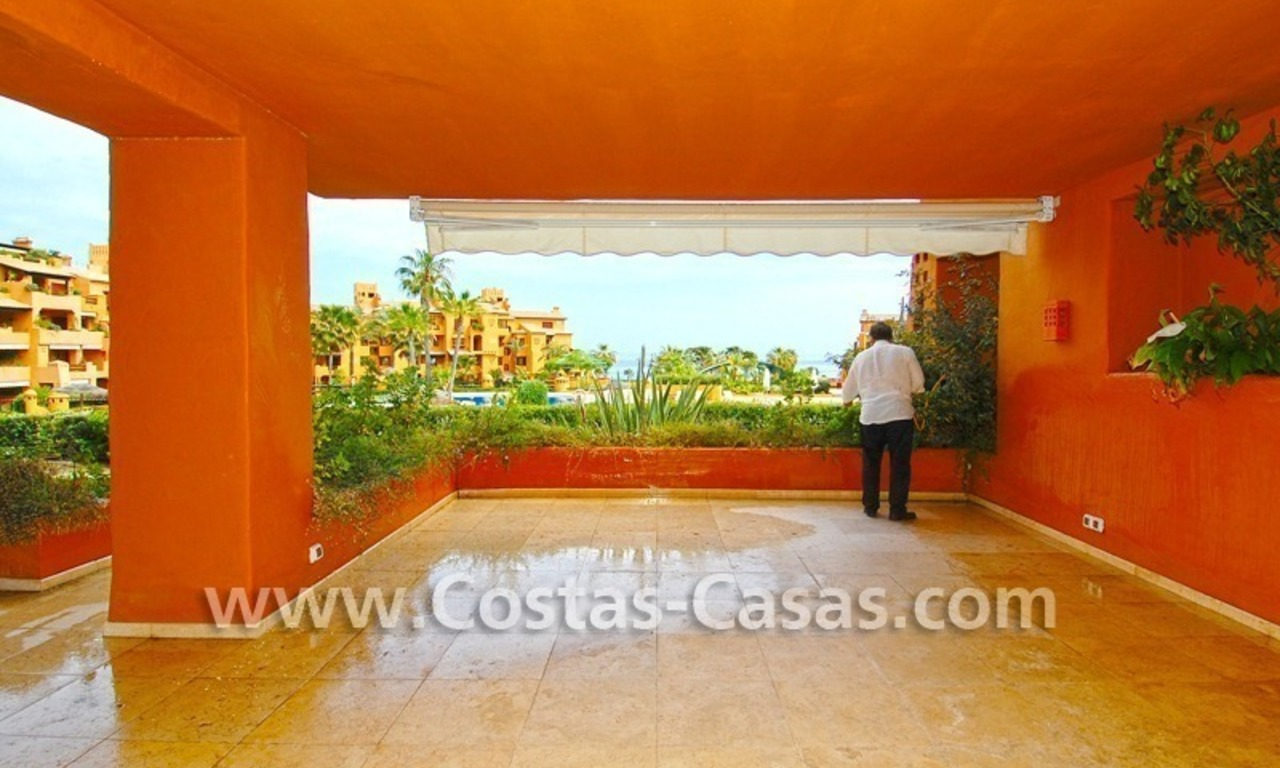 Luxury apartment for sale in a front line beach complex, New Golden Mile, between Marbella and Estepona 1