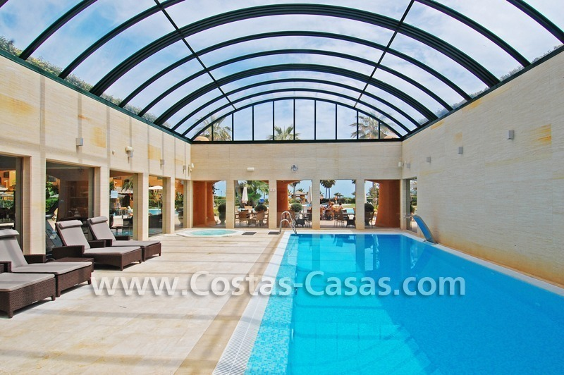 Luxury apartment for sale in a front line beach complex, New Golden Mile, between Marbella and Estepona 18