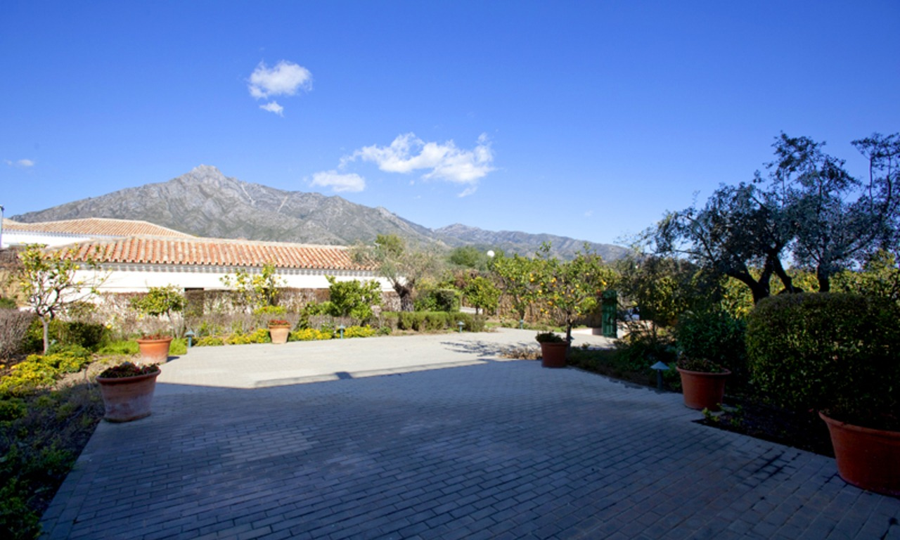 Modern Andalusian mansion for sale on the Golden Mile in Marbella 31