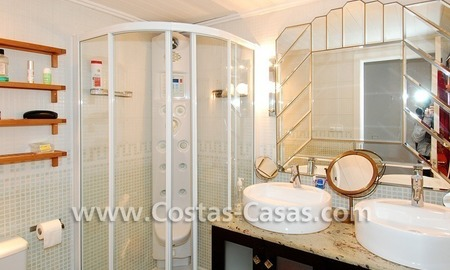 Golf apartment for sale in a gated first line golf complex, Marbella – Benahavis 9