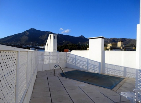 Bargain penthouse for sale, second line beach, Marbella centre 16