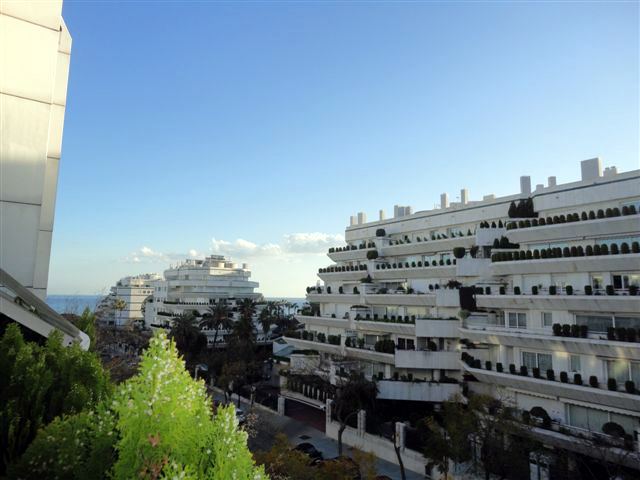 Bargain penthouse for sale, second line beach, Marbella centre