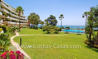 Frontline beach apartment for sale in a beachfront apartment complex, New Golden Mile, Marbella - Estepona 3