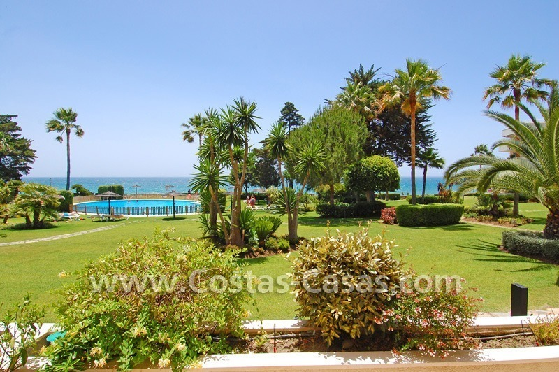 Frontline beach apartment for sale in a beachfront apartment complex, New Golden Mile, Marbella - Estepona