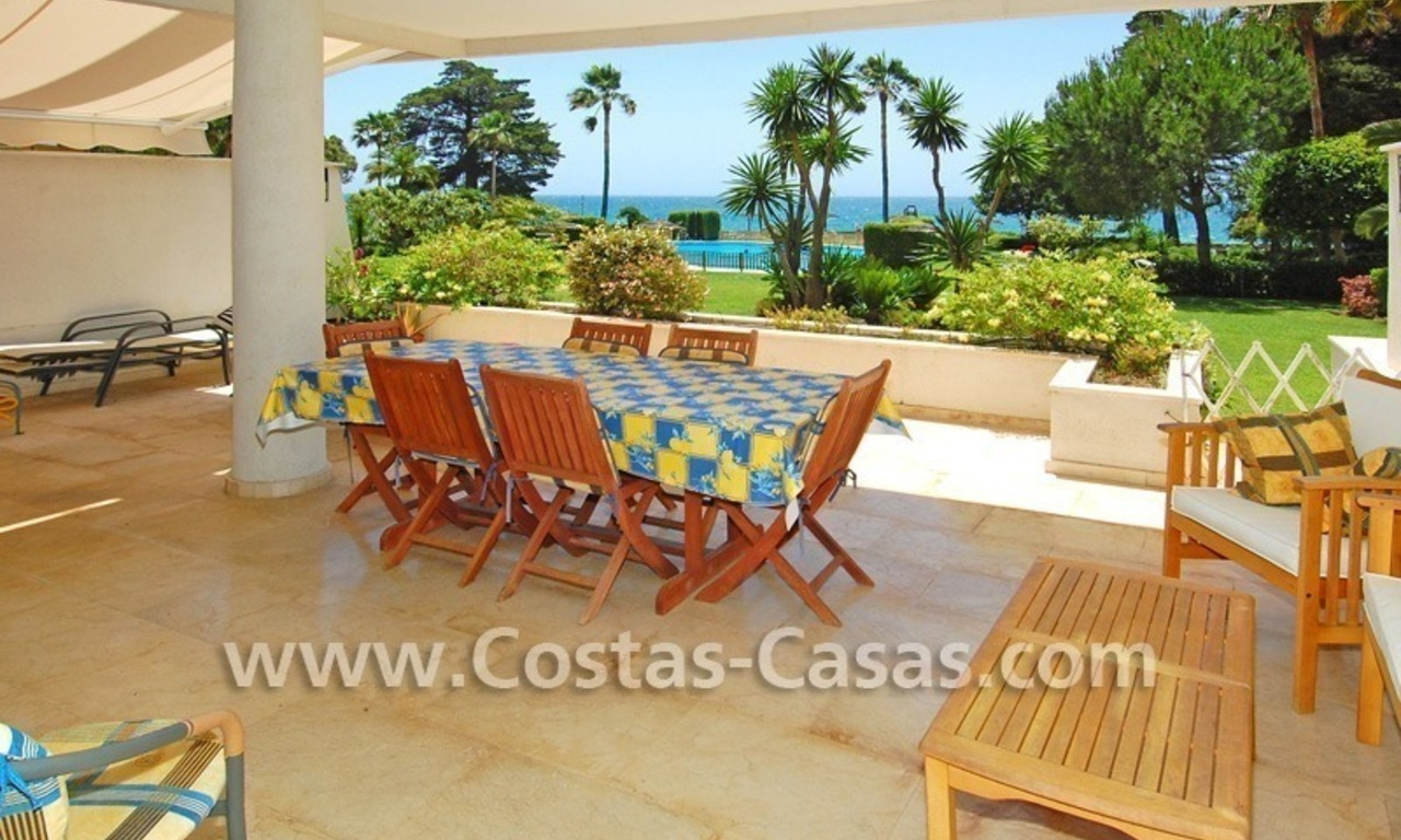 Frontline beach apartment for sale in a beachfront apartment complex, New Golden Mile, Marbella - Estepona 1