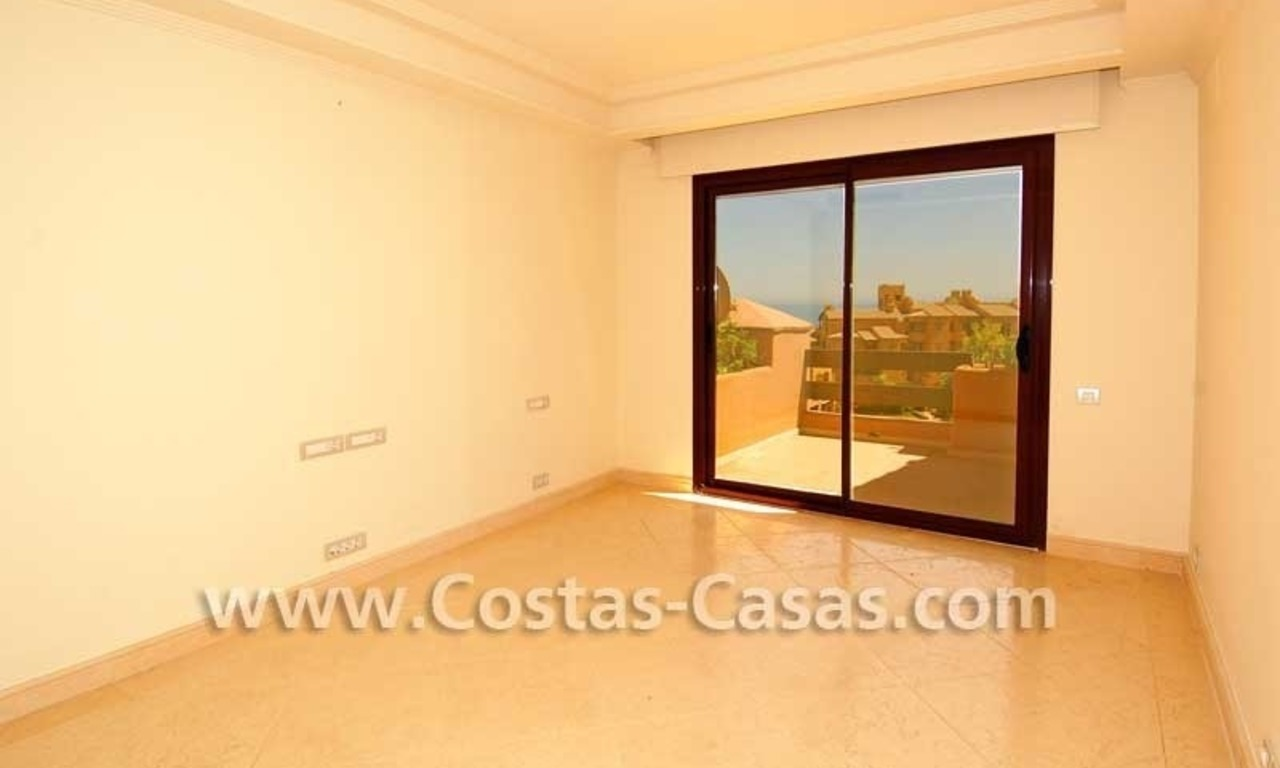 Luxury apartment for sale in a first line beach complex, New Golden Mile, Marbella - Estepona 9