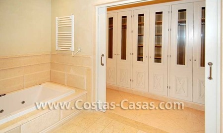 Luxury apartment for sale in a first line beach complex, New Golden Mile, Marbella - Estepona 11