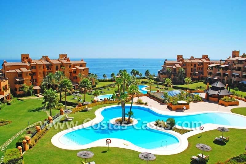 Luxury apartment for sale in a first line beach complex, New Golden Mile, Marbella - Estepona 0