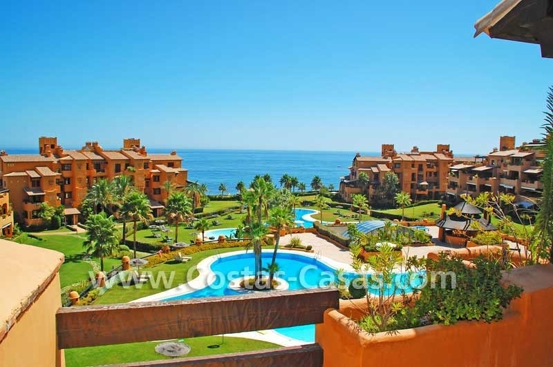 Luxury apartment for sale in a first line beach complex, New Golden Mile, Marbella - Estepona 1