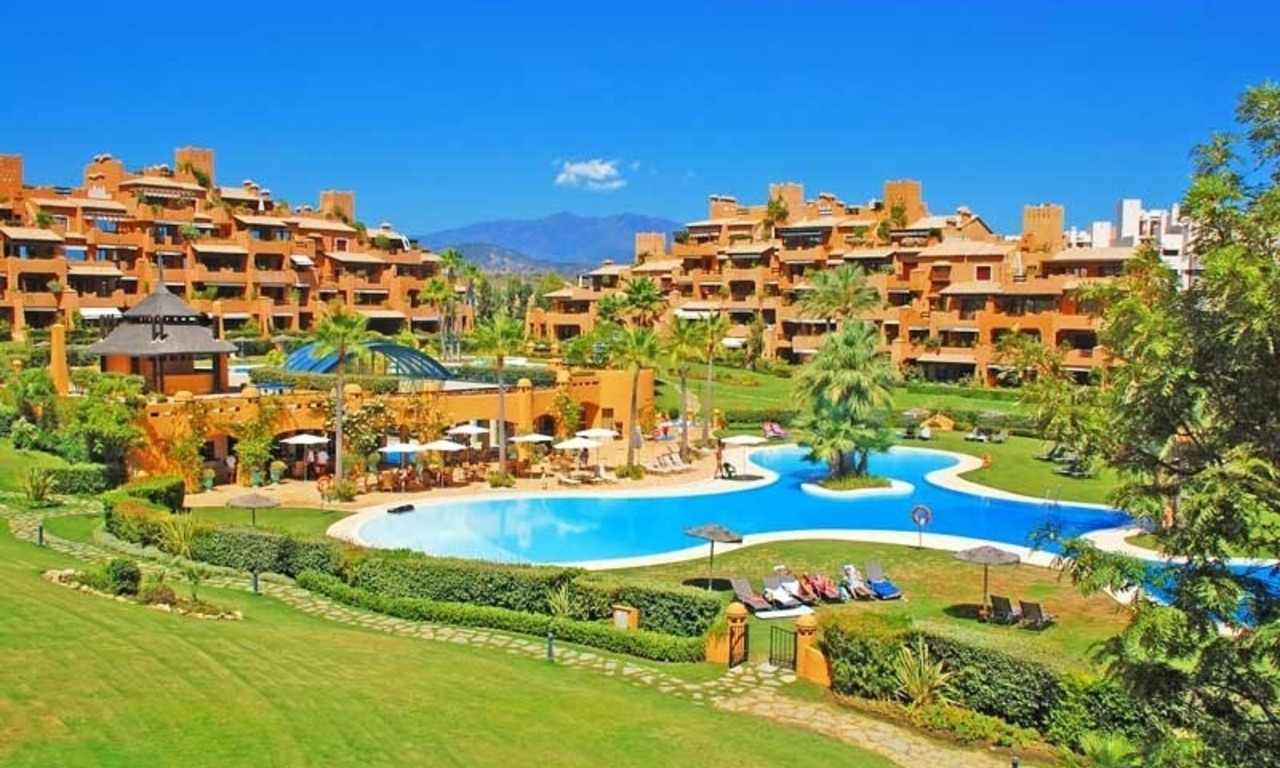 Luxury apartment for sale in a first line beach complex, New Golden Mile, Marbella - Estepona 14