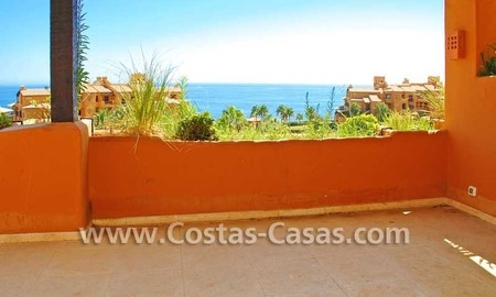 Luxury apartment for sale in a first line beach complex, New Golden Mile, Marbella - Estepona 2