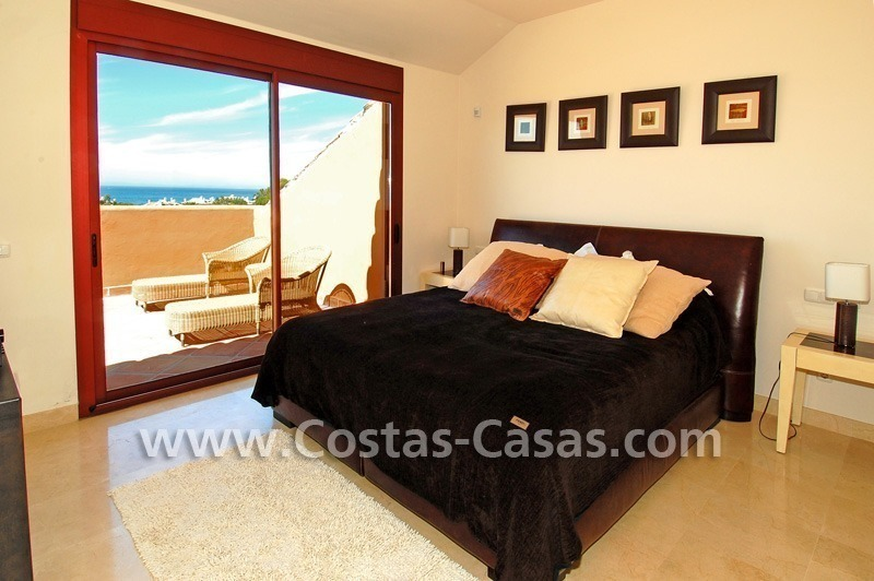 Beachside luxury penthouse apartment to buy in Marbella 14