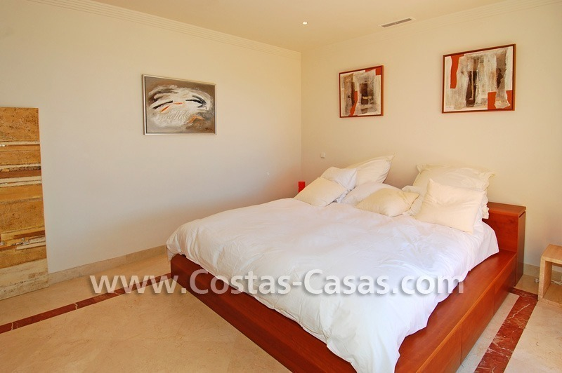 Beachside luxury penthouse apartment to buy in Marbella 16