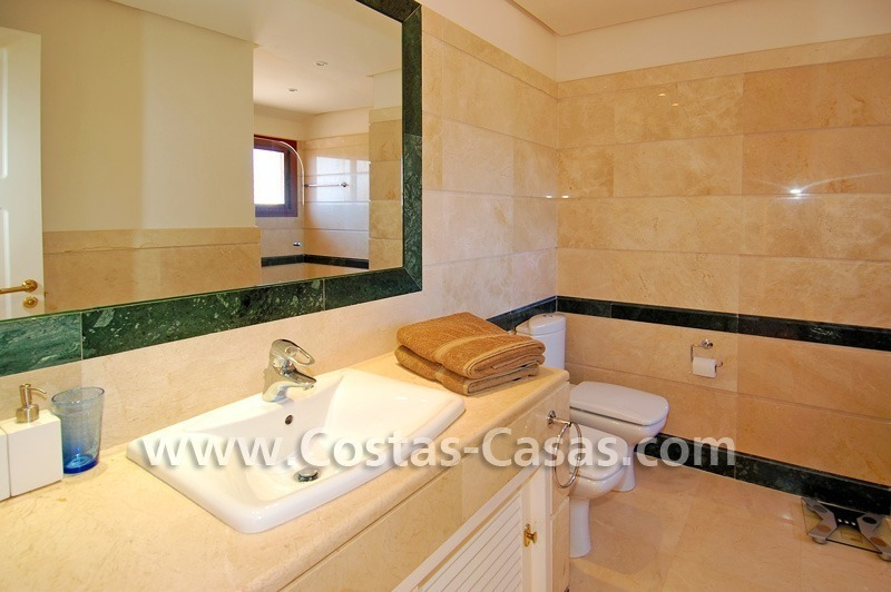 Beachside luxury penthouse apartment to buy in Marbella 20