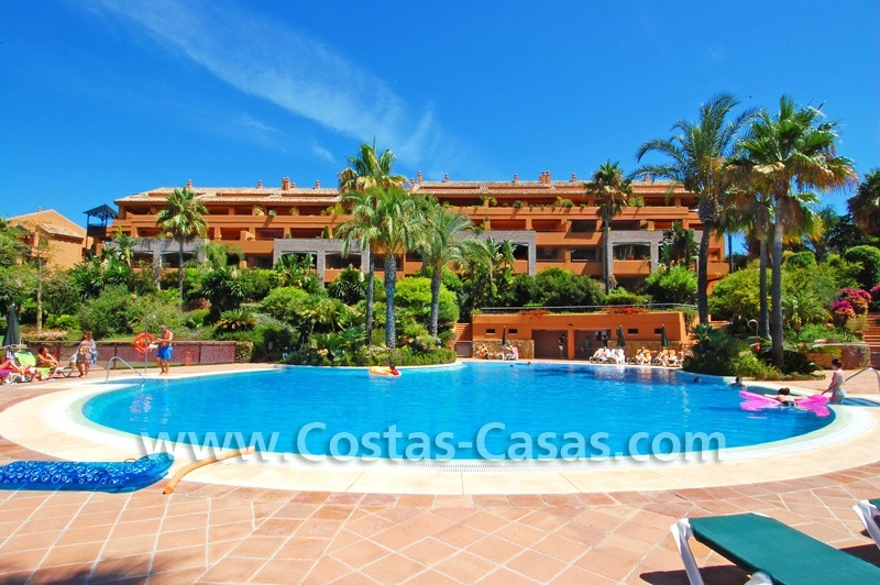 Beachside luxury penthouse apartment to buy in Marbella 24