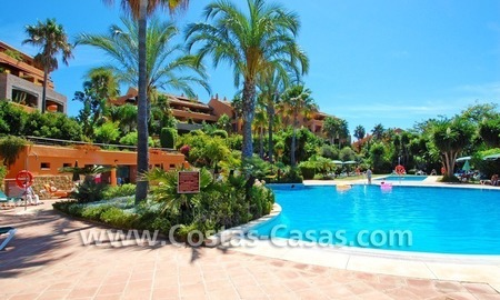 Beachside luxury penthouse apartment to buy in Marbella 25
