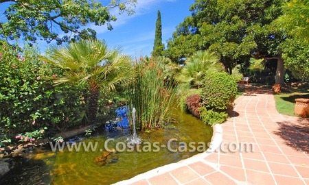 Beachside luxury penthouse apartment to buy in Marbella 26