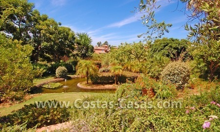Beachside luxury penthouse apartment to buy in Marbella 29