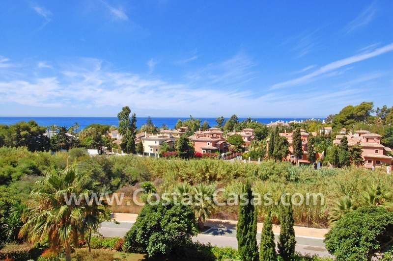 Beachside luxury penthouse apartment to buy in Marbella 3