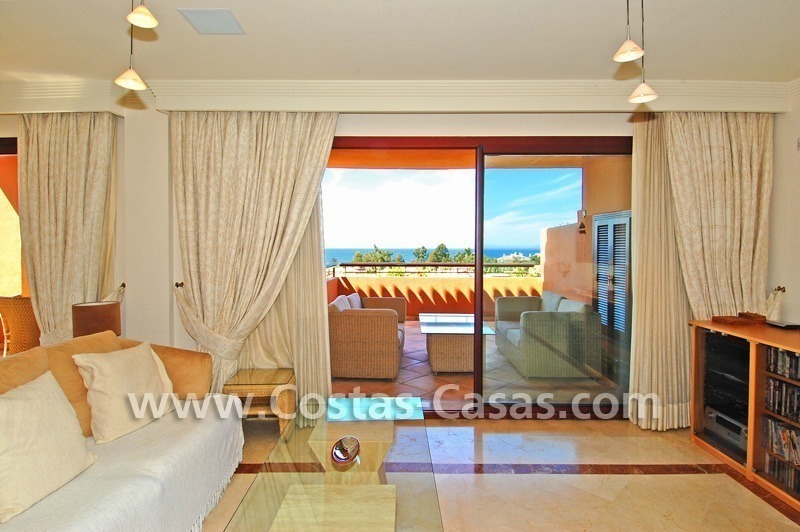 Beachside luxury penthouse apartment to buy in Marbella 10