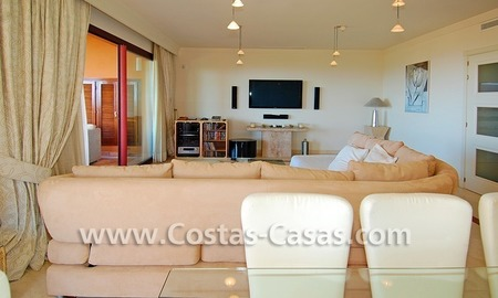 Beachside luxury penthouse apartment to buy in Marbella 11