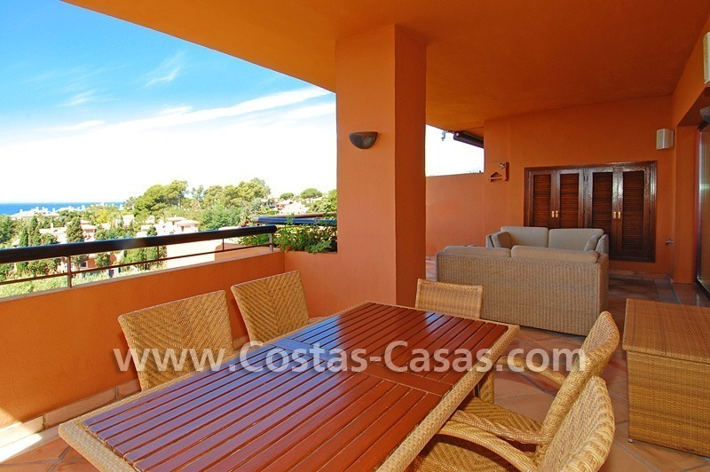 Beachside luxury penthouse apartment to buy in Marbella 8