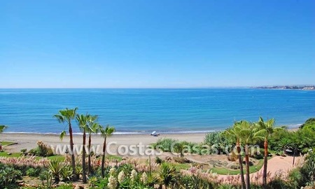 Luxury frontline penthouse apartment for sale, exclusive first line beach complex, New Golden Mile, Marbella - Estepona 6