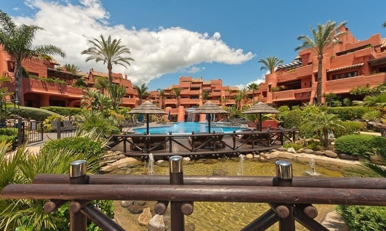 Luxury penthouse apartment for sale in a first line beach complex on the New Golden Mile, Marbella - Estepona 23