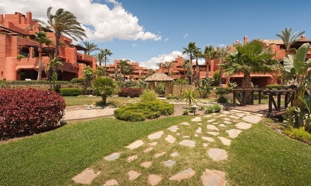 Luxury penthouse apartment for sale in a first line beach complex on the New Golden Mile, Marbella - Estepona 28