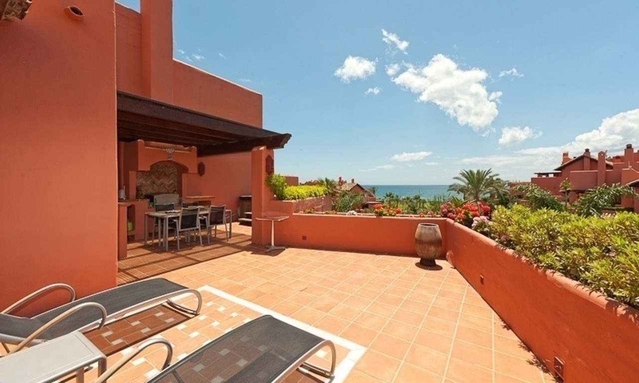 Luxury penthouse apartment for sale in a first line beach complex on the New Golden Mile, Marbella - Estepona 7