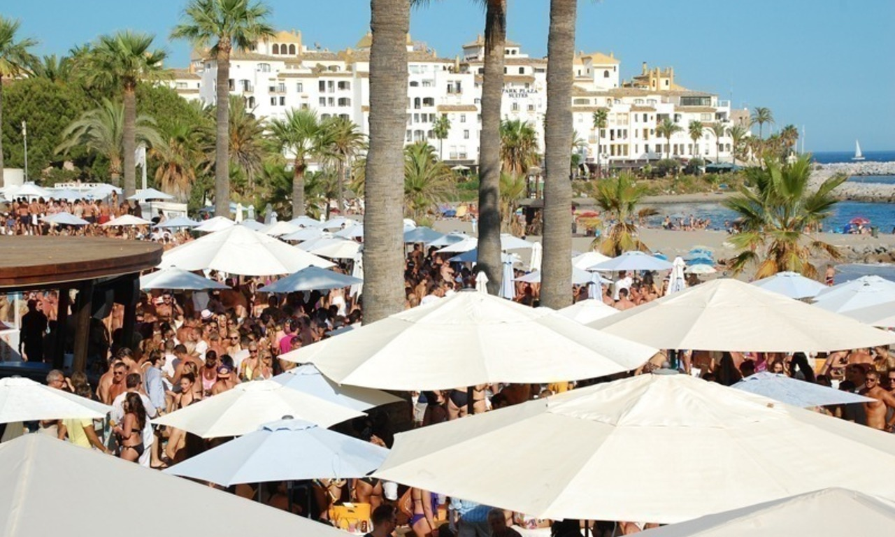 Day and nightlife in Puerto Banus Marbella 2