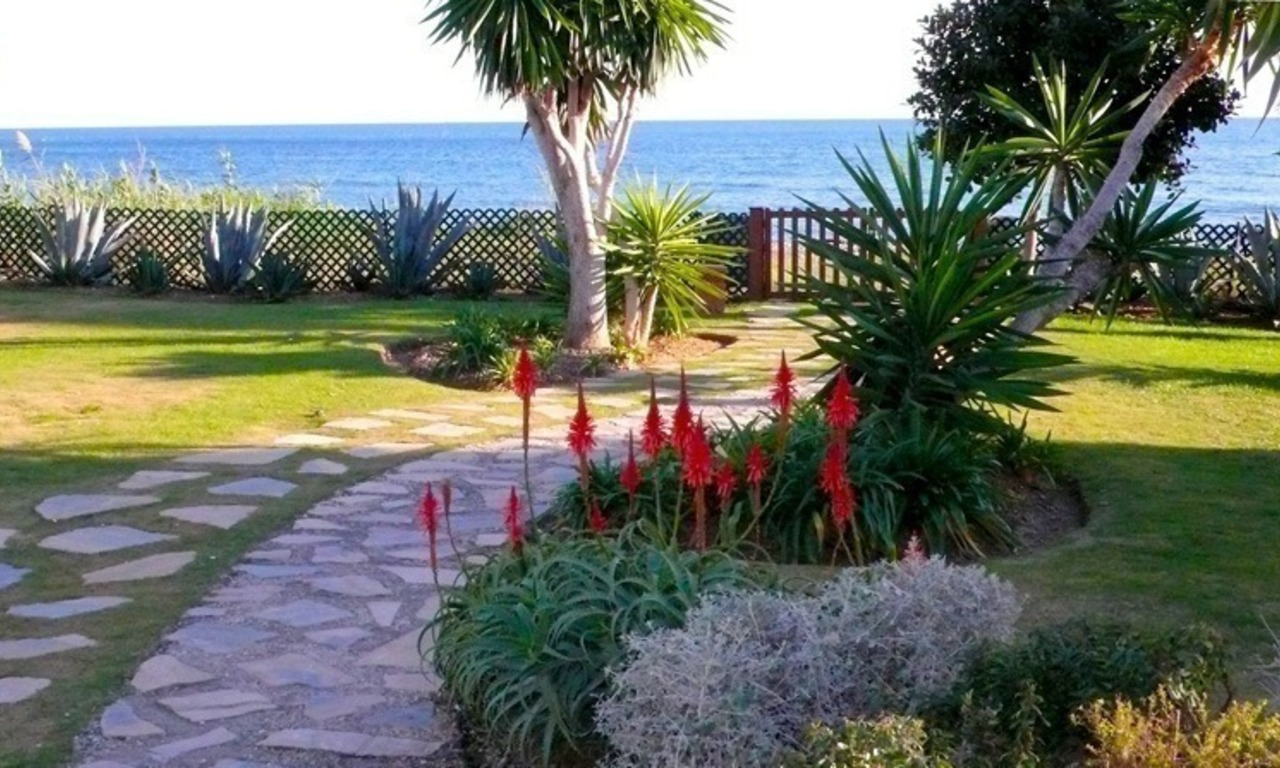 Apartment for sale, beachfront complex in Estepona - Costa del Sol 2
